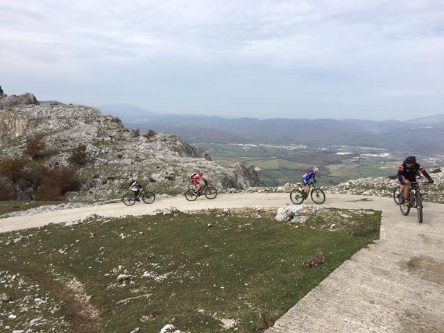 Rampas de asfalto al inicio del monte San Donato....muy duras